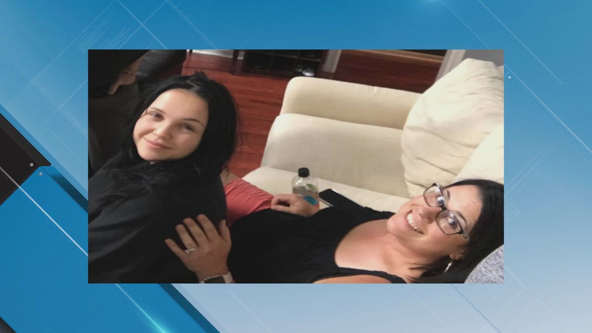 Tracy Parsons with her beloved sister, Sydney Ross