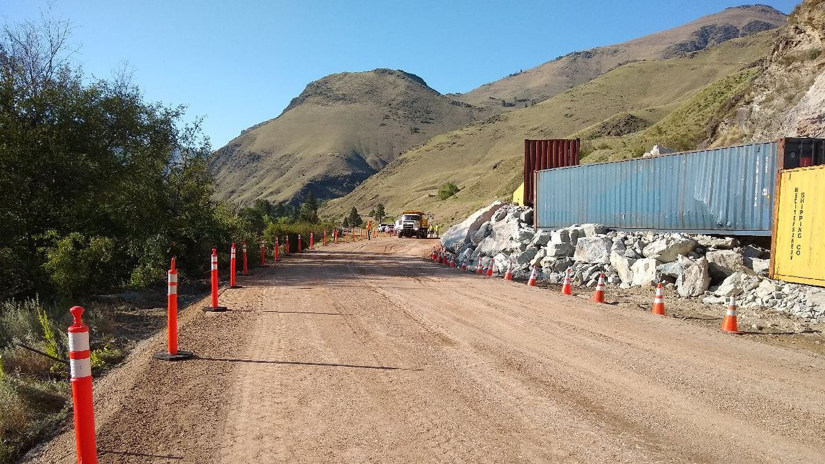 A rock slide in Riggins has blocked a portion of Highway 95 near Riggins, Idaho.