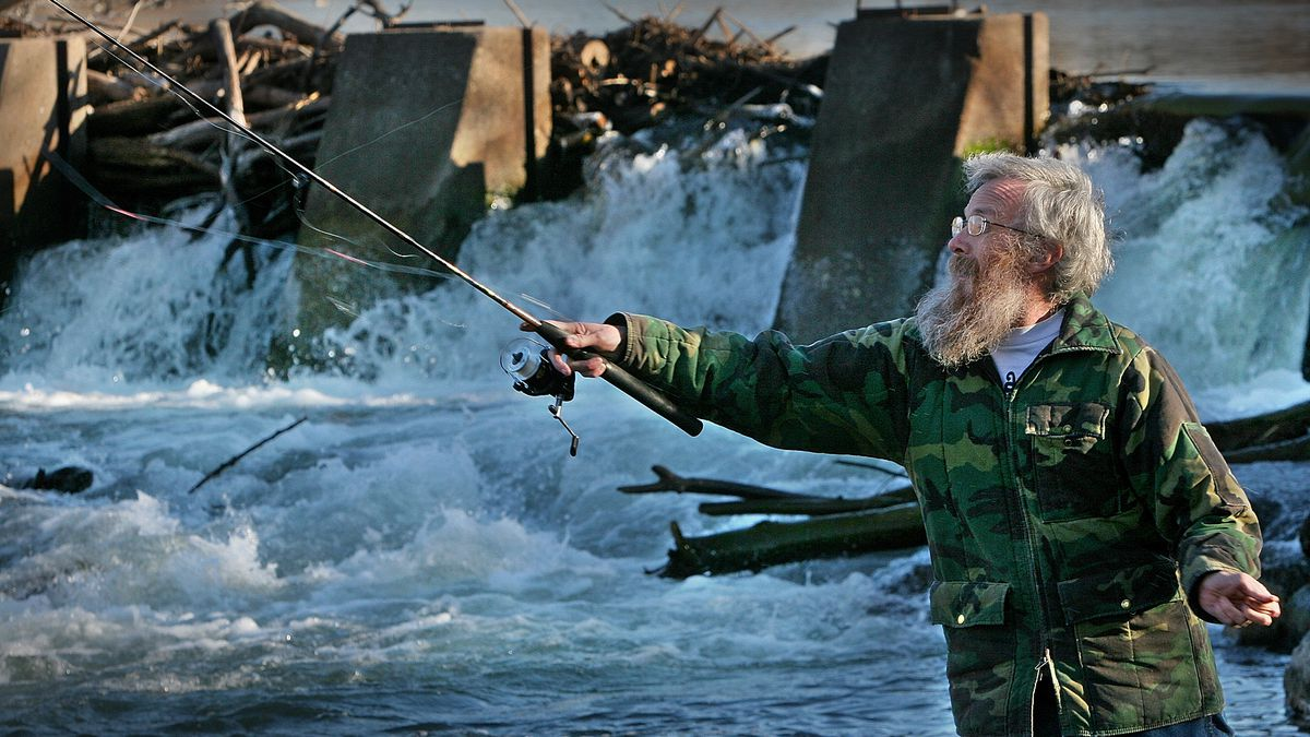 Alan Sheets of Boise, Idaho, casts his line into the Boise River near Ann Morrison Park in downtown Boise, Thursday afternoon, Feb. 10, 2005. (AP Photo/Troy Maben)