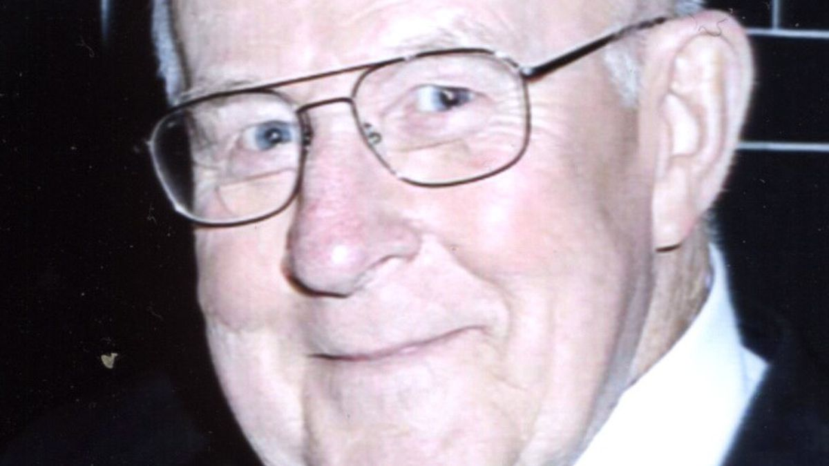 Wayne Robert Moberg of Buhl, Idaho passed away on Sunday, August 9, 2020, at the age of 89.  Wayne passed peacefully with his beloved wife Betty and daughter Michelle by his side.