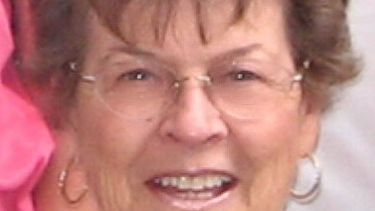 Carol Maxine (Norwood) Ainsworth, 85, a resident of Hagerman, passed away on Tuesday, August 4, 2020 at her home in Hagerman.