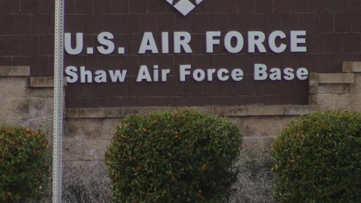 Shaw Air Force Base in South Carolina has confirmed that the pilot of the U.S. Air Force F-16CM Fighting Falcon that crashed late Tuesday night has died.